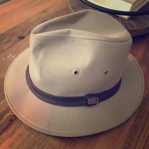 London Fog fedora khaki colored with brown trim!